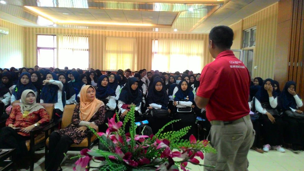 Mobile Coke Tour CCAI Hadir di Kampus Politeknik Negeri Padang Berbagi Inspirasi