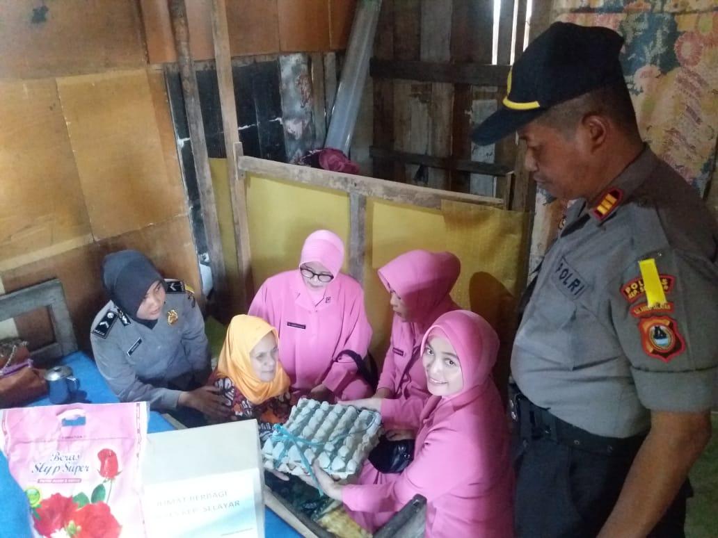 Personil Satbinmas dan Bhayangkari Polres Selayar Gelar Program Jum'at Berbagi