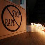 Korban pemerkosaan dibakar di jalan saat hendak mengikuti Persidangan