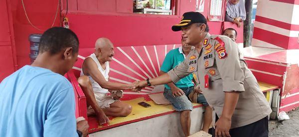 Dalam Rangka Memperingati HKSN, Kapolres P Ambon Bagikan Makanan Gratis Kepada Masyarakat Kurang Mampu